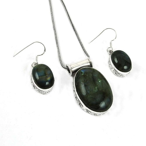 Pretty 925 Sterling Silver Labradorite Gemstone Pendant and Earrings Set