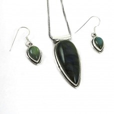 Lovely 925 Sterling Silver Labradorite Gemstone Pendant and Earrings Set