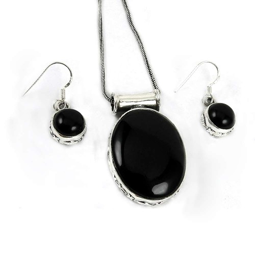 Scenic 925 Sterling Silver Black Onyx Gemstone Pendant and Earrings Set