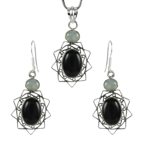 Lovely 925 Sterling Silver Black Onyx, Chalcedony Gemstone Pendant and Earrings Set