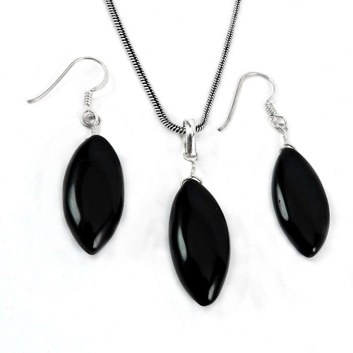 Scenic 925 Sterling Silver Black Onyx Gemstone Pendant and Earring Set