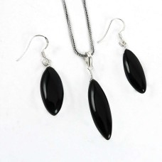 Stylish 925 Sterling Silver Black Onyx Gemstone Pendant and Earrings Set