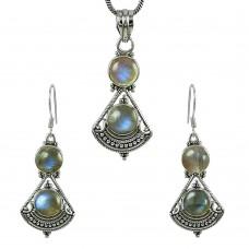 Charming 925 Sterling Silver Labradorite Gemstone Pendant and Earrings Set
