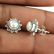 Classy Design 925 Sterling Silver Natural White Pearl Stud Earring