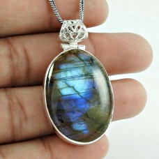 Awesome Style Of 925 Sterling Silver Labradorite Pendant
