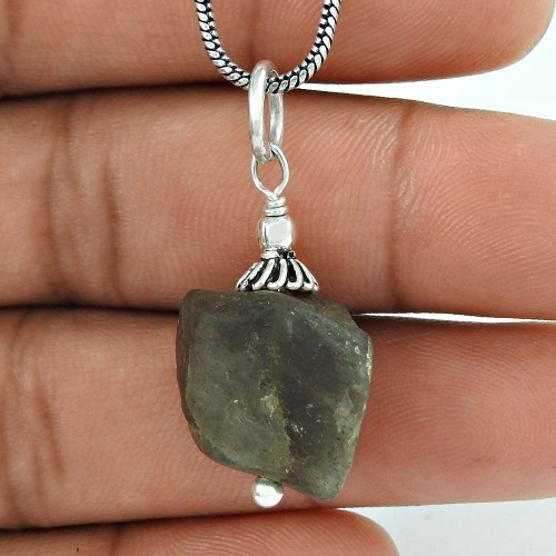 Pretty 925 Sterling Silver Labradorite Gemstone Pendant Jewellery