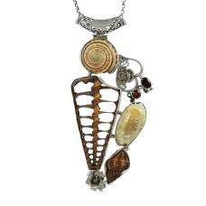 925 Sterling Silver jewelry Beautiful Shell, Garnet Gemstone Pendant