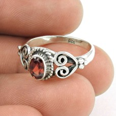 Charming! 925 Sterling Silver Garnet Ring Fabricante